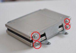 横面のビス穴でSSDを取り付け