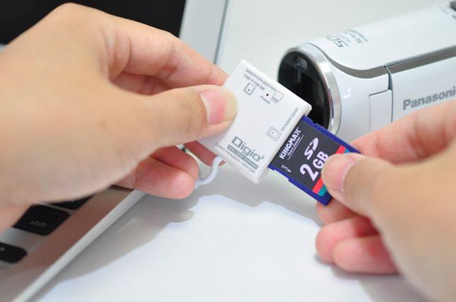 カードリーダーを使ってパソコンにSDカードを接続する