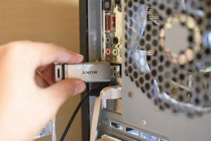 USBメモリをPCに接続