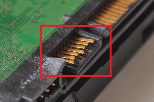 ハードディスクのコネクタ(接続...