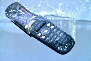 水に落としてしまった(水没)携帯電話のデータ復旧