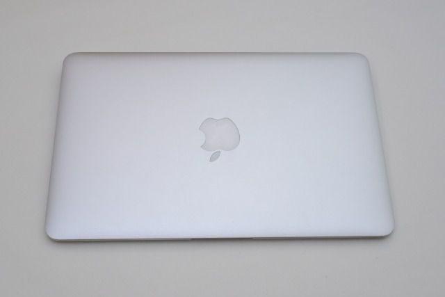 MacBook Airを分解し、SSDを取り出してデータを復旧する方法